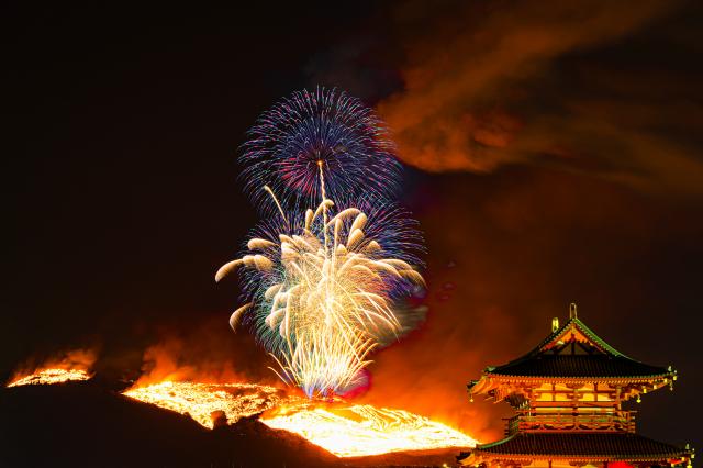 日本奈良在每年1月的第四個星期六舉行放火燒山的傳統儀式。(Shutterstock)