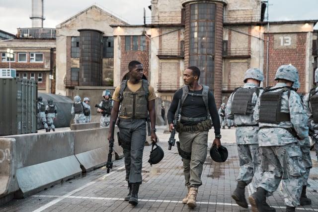 《末日激戰》劇照。(Netflix提供)