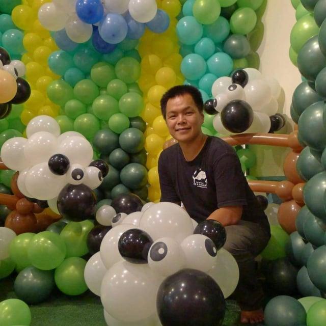 氣球裝置藝術達人黃金祥。(黃金祥提供)