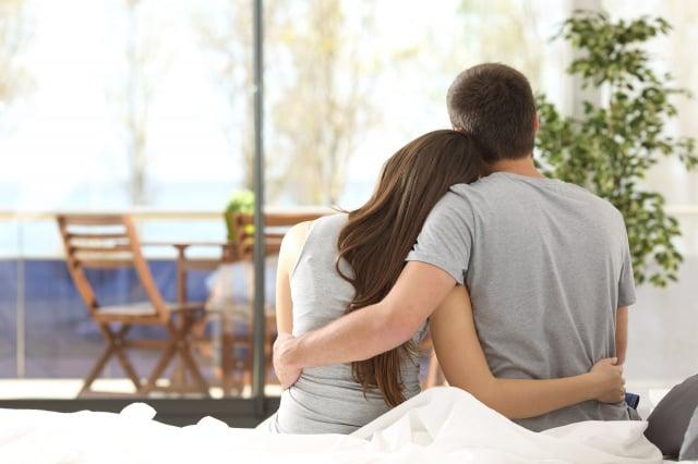 患有猝睡症的丈夫每天早晨都會看到妻子留下便條:他們深愛著彼此。圖為示意圖。(Shutterstock)