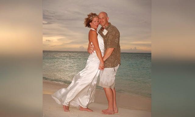 美國康乃狄克州夫婦馬歇爾和麗莎已結婚12年。(麗莎提供)