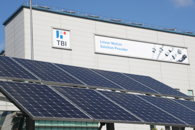 政府推動2025年太陽光電設置目標累計達20GW(10億瓦),以補足尖峰用電缺口。(中央社)
