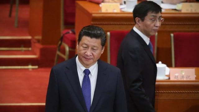 原中共中央政策研究室主任王滬寧(右)在中共十九大上加入中共中央政治局常委。(Feng Li/Getty Images)