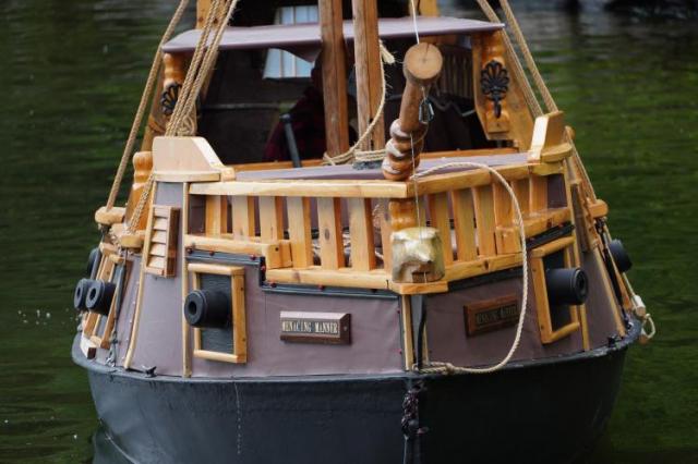 用回收廢料製作的海盜船。(由約翰·溫斯洛提供)