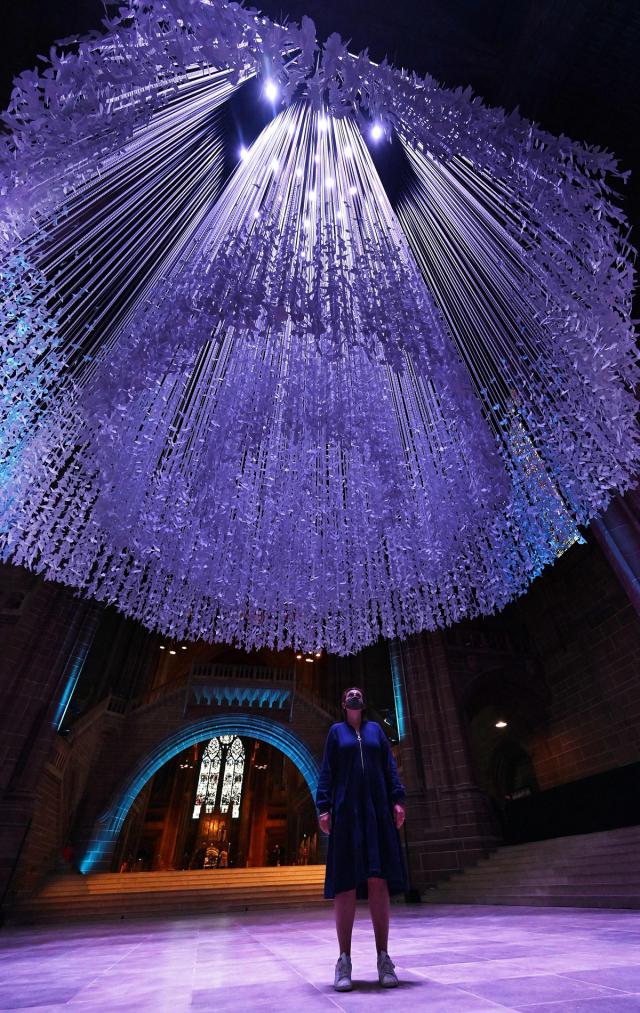 這件「和平鴿」藝術品,由著名雕塑家和藝術家彼得‧沃克創作。(PAUL ELLIS/AFP via Getty Images)
