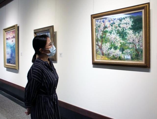 袁國浩的「梅花4件」四件作品之一,觀賞者對梅花的生命力展現有深入的體會。