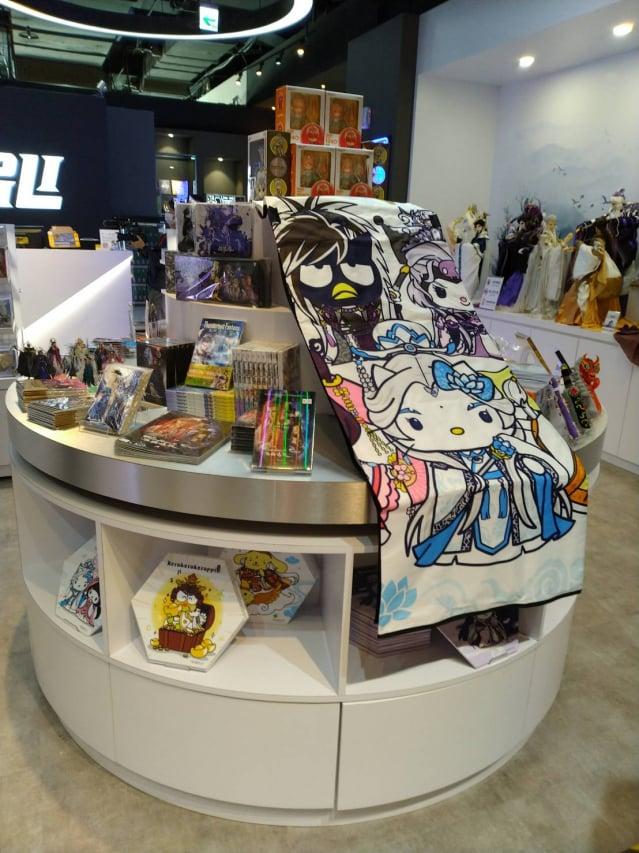霹靂布袋戲與三麗鷗跨界聯名,將可愛的Q萌角色化身霹靂英雄。