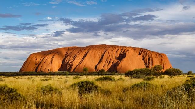 澳洲著名巨岩烏魯魯。(Shutterstock)
