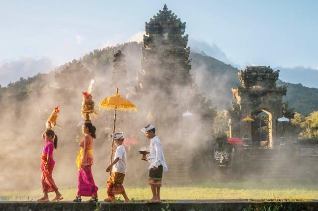 印尼烏布人虔誠信仰宗教。(Shutterstock)