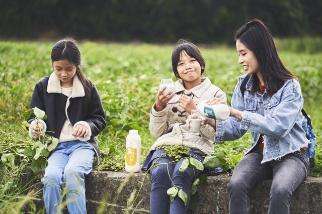 一個從小不喜歡喝豆漿的女孩,長大後成了專業的豆漿達人。(張晏甄提供)