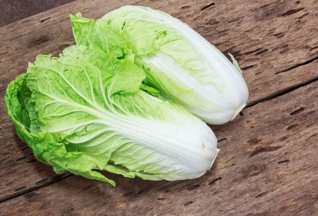 購買一整顆大白菜好,還是分切的?(Shutterstock)