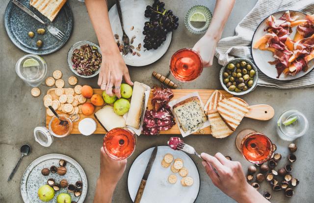 週末午後,來場野餐派對。(Shutterstock)