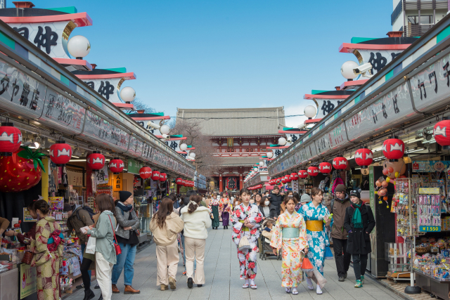 日本東京淺草寺前的傳統商店街「仲見世通」。此圖攝於2020年3月16日。(Shutterstock)