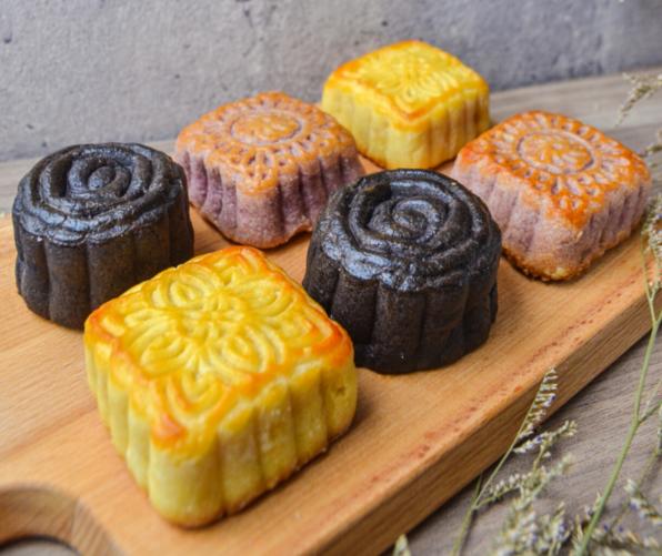 紫香芋泥流芯月餅、巧克力流芯月餅、黃金奶黃流芯月餅。(沐甄豆提供)