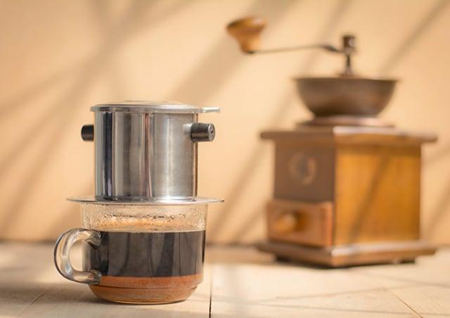 加水稀釋冷泡咖啡,將咖啡因降到每杯50毫克。(Shutterstock)