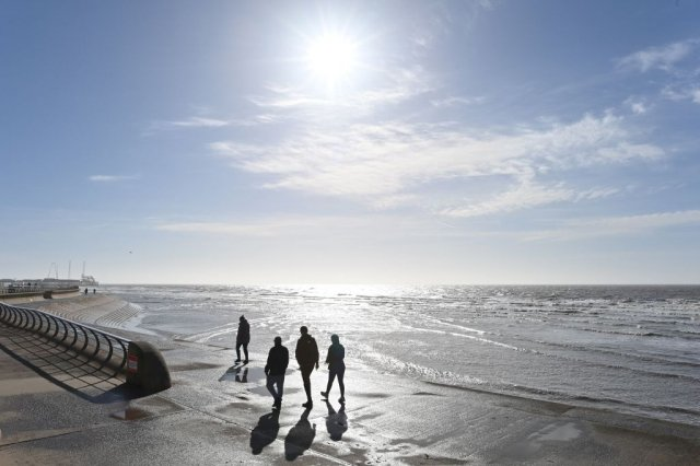 新的研究顯示,太陽輻射可能是幾十年來地球氣溫升高的主要原因。示意圖。(Paul Ellis/AFP via Getty Images)