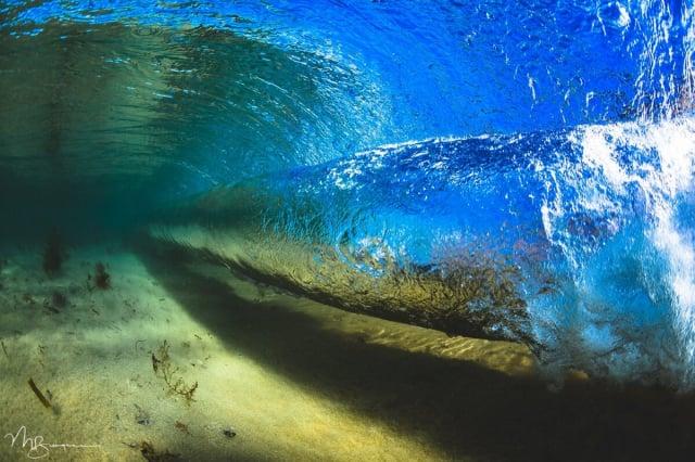 陽光與海浪交織在一起,繪出一幅幅令人驚歎的自然之畫。(伯吉斯提供)