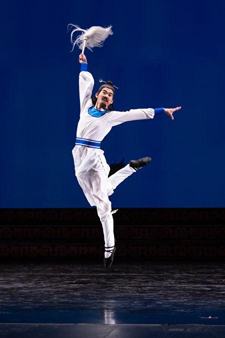 來自神韻藝術團的第九屆全世界中國古典舞大賽參賽選手李寶滿。(愛德華/大紀元)