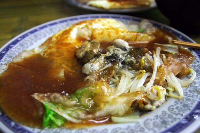 臺南小吃流傳300多年的蚵仔煎,衍生出多樣口味。(攝影/賴友容)