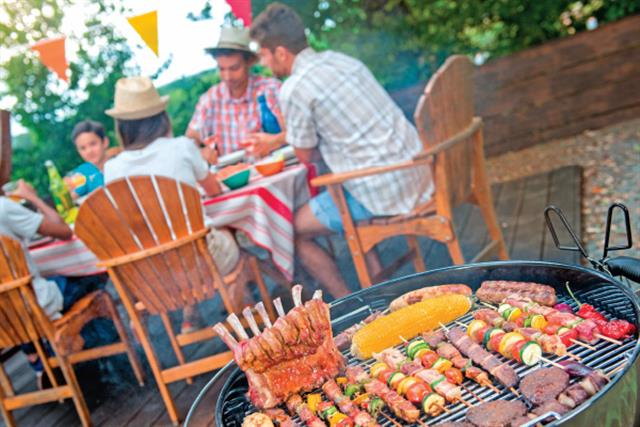 簡單好吃烤肉串食譜分享「夏威夷雞肉串」。(Shutterstock)