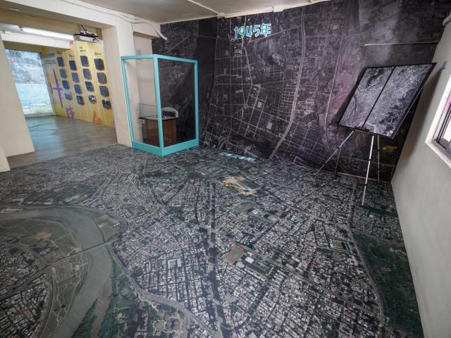 農林航空測量所提供的大臺北巨型空照圖,從1945跨越至2020年代,讓人一窺大臺北的地貌變遷.(文化局提供)