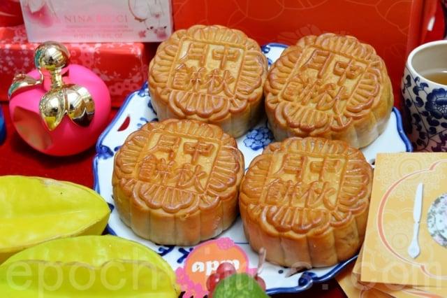 中秋節傳統習俗吃月餅。(攝影/宋祥龍)
