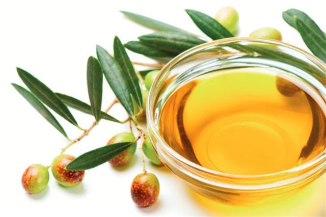 橄欖油不僅能降低肝臟中的三酸甘油脂,調節血糖水平,還能移除肝臟中的不必要脂肪,減少促成發炎和癌症的細胞因子。(Fotolia)