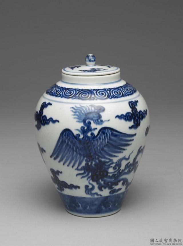 明.青花雲鳳紋蓋罐。現藏於臺北故宮博物院。(維基百科)