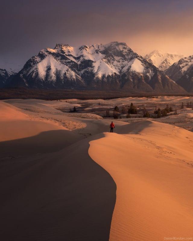 查拉沙漠面積僅為50平方公里,被針葉林、河流、沼澤和泉水所環繞,非常令人難以置信。(攝影師丹尼爾‧科爾丹提供)