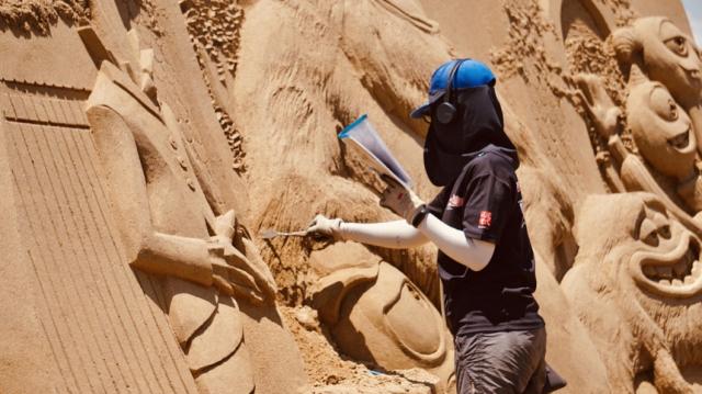 整個展期由歷年榮獲「福隆國際沙雕藝術季金鏟獎」的沙雕團隊操刀,邀請10名沙雕藝術家共同創作。(福容大飯店提供)
