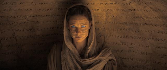 男主角母親潔西嘉(蕾貝卡弗格森飾演)。(華納兄弟提供)