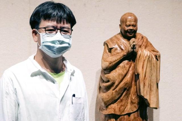 王仕吉是「傳統工藝台南獎」得主,其刻劃人物角色表情舉止生動,栩栩如生。(台南市文化局提供)