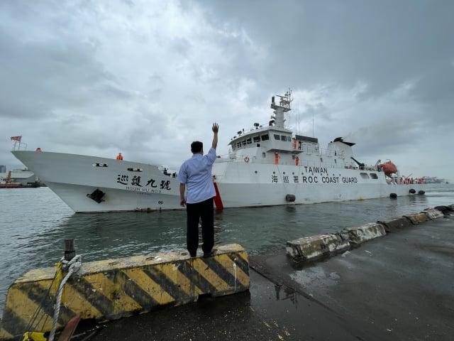 海巡署艦隊分署直屬船隊「巡護九號」9月13日自高雄港出發,執行本年首航次「中西太平洋公海漁業巡護任務」。(海委會海巡署艦隊分署提供)