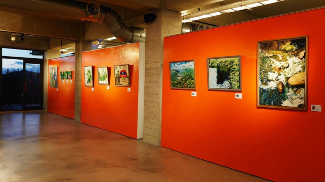 華人文創產業協會,舉行會員「石桃記」聯展。