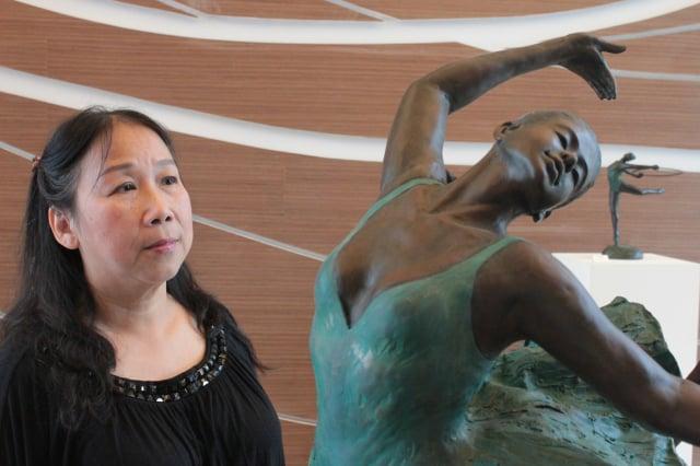 銅雕藝術家洪瓊華。(洪瓊華提供)