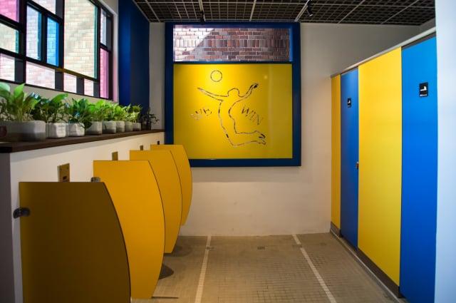 國華國中老舊廁所大變身,廁所空間成為校園新亮點。(宜蘭縣政府提供)