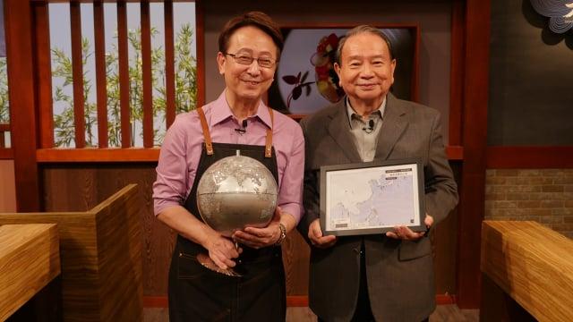 任立渝(右)16日出席李四端(左)的節目。(中央社)