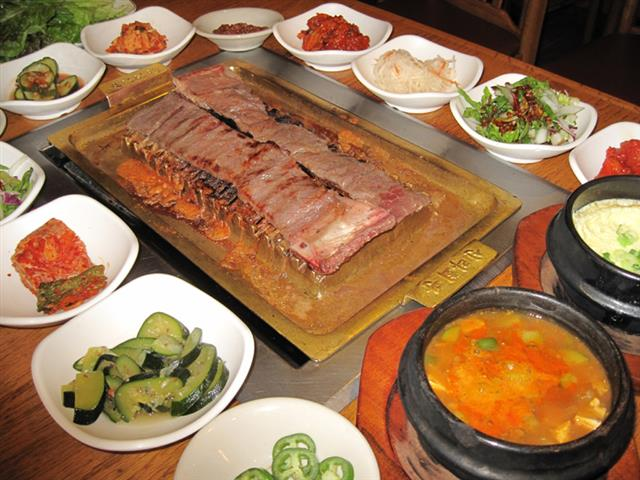 烤肉怎麼烤、怎麼吃才健康。(大紀元圖片)