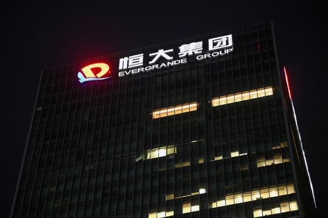 中國房地產龍頭企業恆大集團債務危機惡化,破產重組的傳言不斷。圖為恆大深圳總部大樓。(NOEL CELIS/AFP via Getty Images)