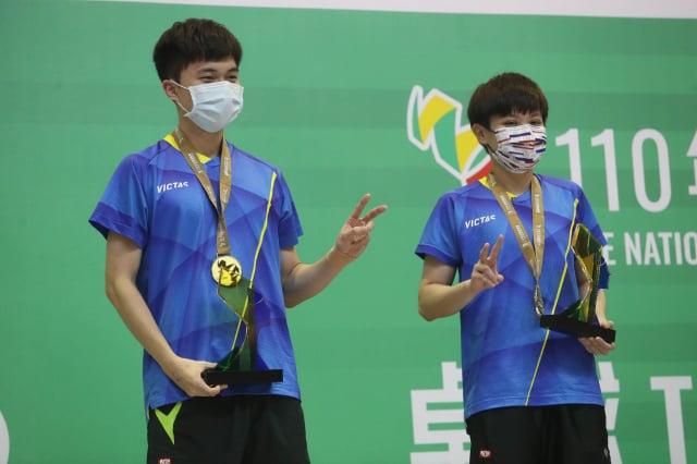 林昀儒 (左)、鄭怡靜(右)。(中央社)
