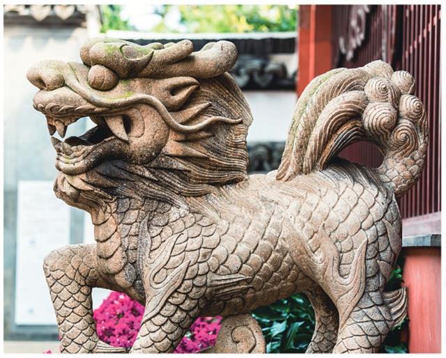 上海城隍廟前的麒麟像。(123RF)