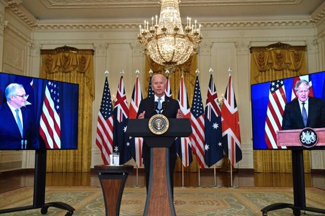 9月15日,澳洲總理莫里森(左起)、美國總統拜登及英國首相強生,宣布成立新的安全聯盟AUKUS。(Brendan Smialowski / AFP)