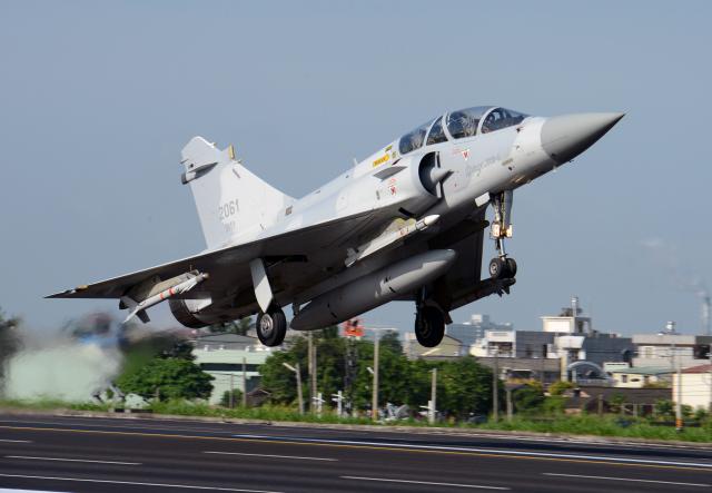 圖為2014年9月16日漢光演習期間,幻象2000-5在嘉義起飛。(SAM YEH/AFP via Getty Images)