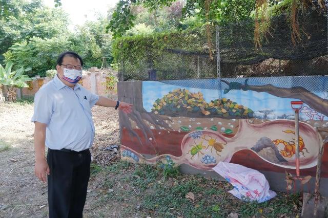 柯幸宜校長推動美感與環保教育,邀請藝術家彩繪校園牆面,讓學生愛上堆肥。