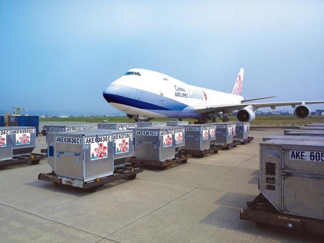 雖然疫情期間客運量減少,但是航空貨運需求卻逆勢上揚。(中央社)