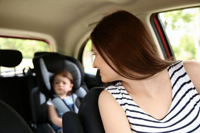 分享安撫孩子坐汽座的育兒經驗。(123RF)