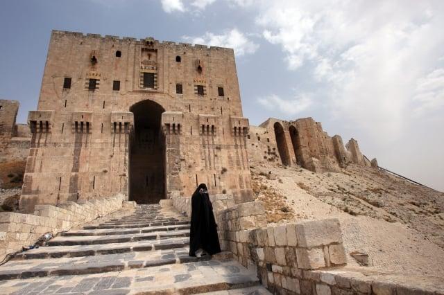敘利亞阿勒坡戰火已持續一個多月,考古學家和歷史遺產保護者擔心這座最古遺址慘遭戰火摧毀的厄運。(AFP)