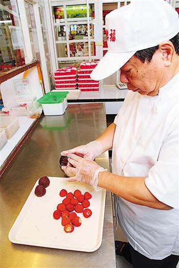 朱水源研發的草莓大福成為府城特色伴手禮。(攝影/陳霆)