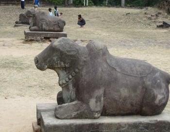 普利哥寺巨石雕的黃牛像,普利哥即「聖牛」之意。