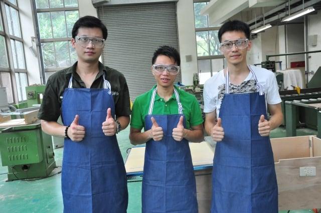 楊菘揮(左起)、林峻祺及林璟民3名職訓生,將赴澳洲從事相關工作,年薪約百萬台幣。(記者徐乃義/攝影)